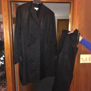 Amanda Smith Women's plus size suit